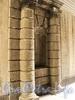 Кронверкский пр., д. 5. Ниша в арке, фланкированная колоннами. Фото октябрь 2010 г.