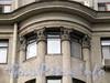 Кронверкский пр., д. 47. Капители колонн эркера. Фото октябрь 2010 г.