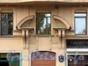 Кронверкский пр., д. 59. Сандрик над парадным входом. Фото октябрь 2010 г.