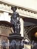 Лиговский пр. д.60, одна из скульптур на воротах завода Сан-Гали.