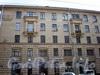Суворовский пр., д. 61 / Кирочная ул., д. 55. Фрагмент фасада правого крыла здания. Вид с Суворовского проспекта. Фото апрель 2009 г.