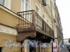 Лермонтовский пр., д. 9 (правая часть). Бывший доходный дом. Балкон. Фото август 2009 г.