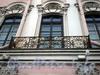 Невский пр., д. 17. Строгановский дворец. Решетка балкона. Фото октябрь 2009 г.