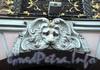 Невский пр., д. 17. Маскарон над воротами Строгановского дворца. Фото октябрь 2009 г.