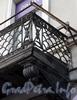 Невский пр., д. 20. Здание Голландской церкви. Решетка балкона. Фото октябрь 2009 г.