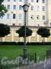 Невский пр., д. 22-24. Фонарь освещения у Немецкой лютеранской церкви св. Петра. Фото июль 2009 г.