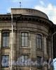 Большой пр., В.О., д. 31 / 9-я линия В.О., д. 14. Здание института высокомолекулярных соединений РАН. Год постройки на аттике здания. Фото август 2009 г.