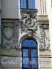 Большой пр., В.О., д. 39 / 11-я линия В.О., д. 14. Элемент декоративного убранства фасадов. Фото август 2009 г.