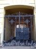 Большой пр., В.О., д. 42. Жилой дом. Решетка ворот. Фото октябрь 2009 г.