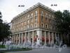 Большой пр., В.О., д. 53 / 15-я линия В.О., д. 10. Жилой дом фабрики им. В. Слуцкой. Общий вид здания. Фото август 2009 г.