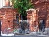 Большой пр. В.О., д. 73. Фрагмент ограды полицейского управления и пожарной команды Васильевской части между домами 71 и 73. Фото сентябрь 2009 г.