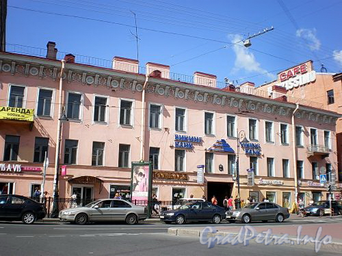 Владимирский пр., д. 17. Фасад здания. Фото август 2009 г.