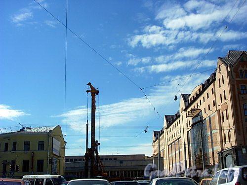 Забивка свай на нулевом цикле строительства торгово-офисного комплекса «Regent Hall». Фото июнь 2004 г.