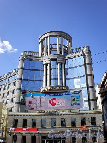 Владимирский пр., д. 23. Торгово-офисный комплекс «Regent Hall». Фасад здания по Владимирской площади. Фото август 2009 г.