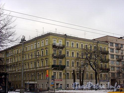 Большой пр., В.О., д. 43 / 12-я линия В.О., д. 7. Доходный дом Стандершельда. Общий вид здания. Фото март 2004 г.