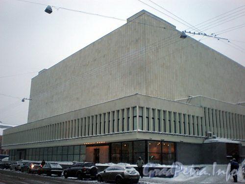 Лиговский пр., д. 6. Большой концертный зал «Октябрьский». Фасад здания по Греческому проспекту. Фото февраль 2010 г.