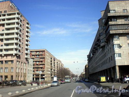 Перспектива Большеохтинского проспекта от Цимлянской улицы в сторону шоссе Революции. Фото апрель 2009 г.
