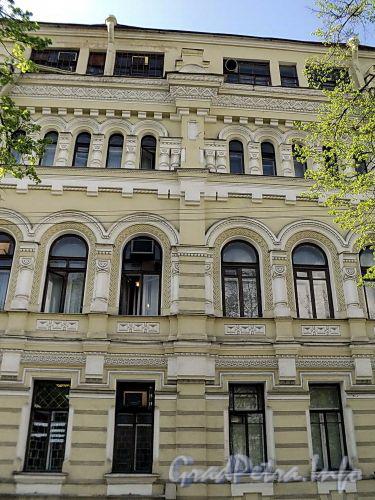 Клинский пр., д. 25. Фрагмент фасада. Фото май 2010 г.