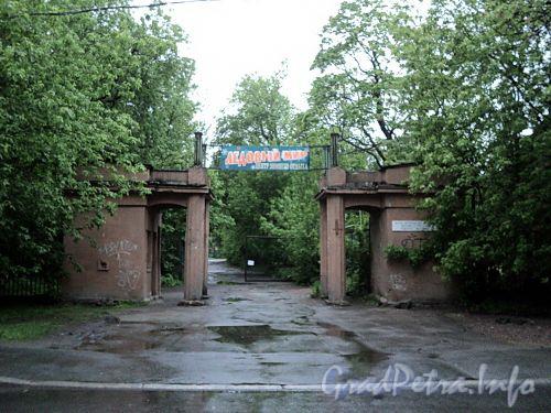 Аптекарский пр., д. 16. Стадион «Зенит». Ворота-пропилеи. Фото май 2010 г.