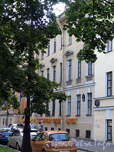 Большой пр., В.О., д. 19 / Волжский пер., д. 9. Фасад по проспекту. Фото август 2010 г.