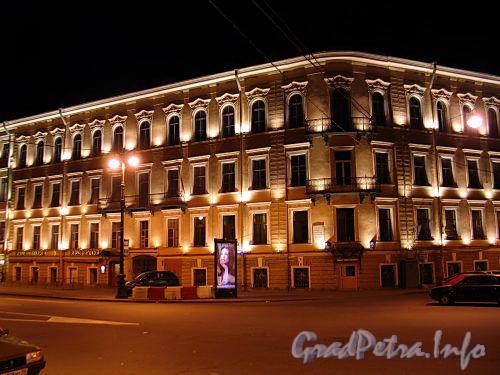 Вознесенский пр., д. 2 / Адмиралтейский пр., д. 10. Общий вид здания в ночной подсветке. Фото июль 2010 г.