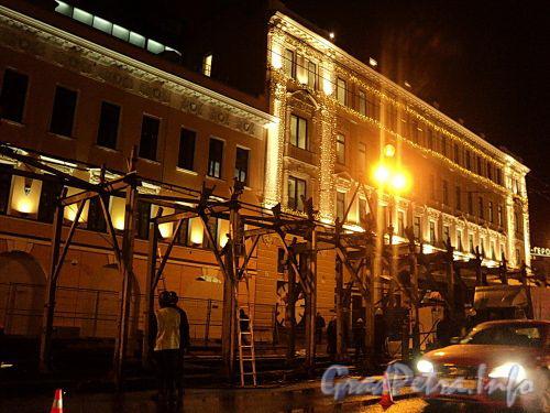 Невский пр. д. 116. Снятие ограждения перед домами 114 и 116. Фото 28 октября 2010 г.