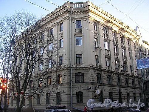 Фасад дома со стороны р. Карповки