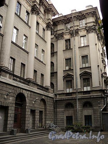 Кронверкский пр., д. 5. Главный (дворовый) фасад. Фото октябрь 2010 г.