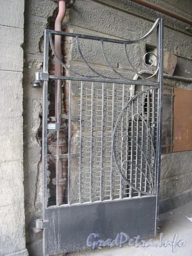 Лиговский пр. д.65 Ворота дома. Фото 2005 г.