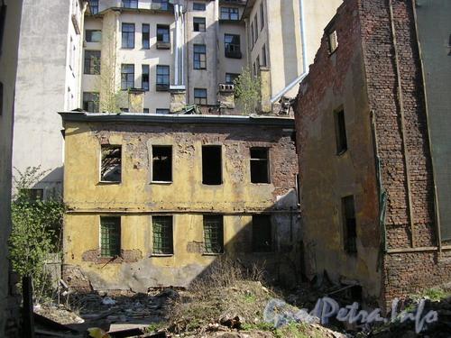 Лиговский пр. д. 127. Дворовые флигеля. Фото 2006 г.