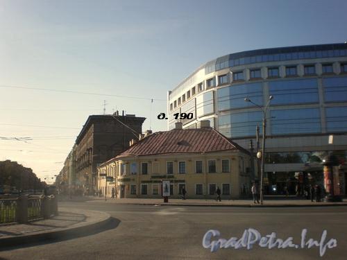 Вид на Невский проспект от площади Александра Невского. Невский пр., д. 190, Фото 2008 г.