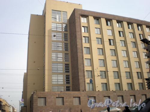 Литейный пр., д. 4, фрагмент фасада. Фото 2008 г.