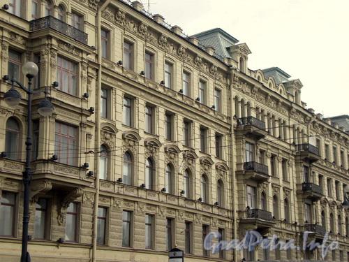 Невский пр., д. 66. Фрагмент фасада. Фото 2008 г.