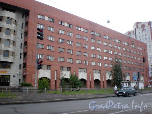 Пр. Энгельса, д. 63 к. 1, общий вид здания. Фото 2008 г.