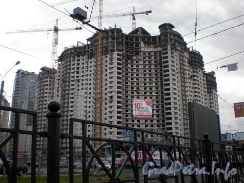 Пр. Энгельса, д. 119, строительство нового здания на перекрестке пр.а Энгельса и пр.а Луначарского. Фото 2008 г.