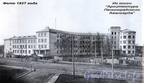 пр. Стачек, д. 5, Школа им. 10-летия Октября («Серп и молот»)  № 384. Фотография 1927 года.