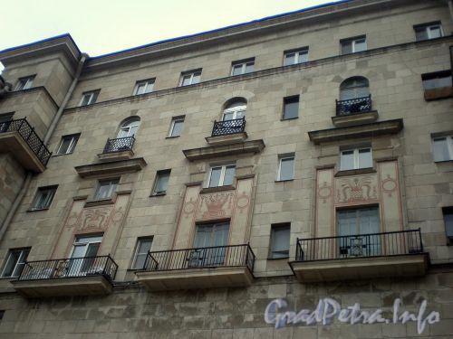 Московский пр., д. 194. Фрагмент фасада здания. Февраль 2009 г.