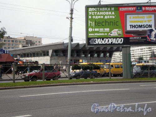 Пр. Испытателей, д. 4. Станция метро «Пионерская». Сентябрь 2008 г.
