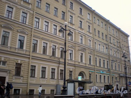 Невский проспект, д. 173. Фрагмент фасада здания. Октябрь 2008 г.
