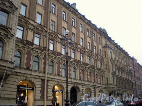 Невский проспект, д. 153. Фрагмент фасада здания. Октябрь 2008 г.