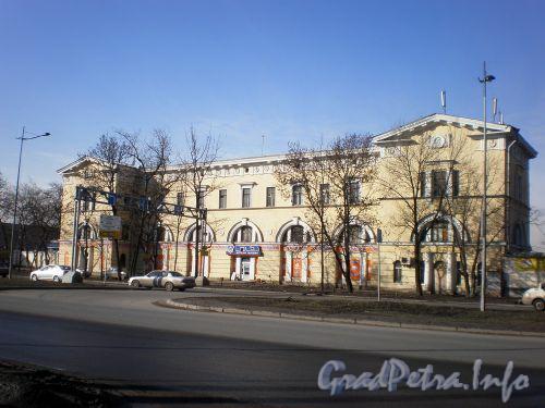 Витебский пр., д. 9. Общий вид здания. Апрель 2009 г.