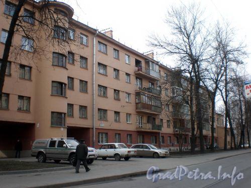 Бол. Сампсониевский пр., д. 98. Фасад здания. Апрель 2009 г.