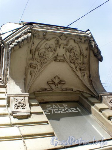Суворовский пр., д. 34. Эркер. Вид снизу. Апрель 2009 г.