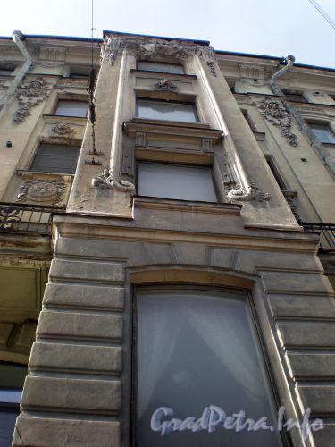 Суворовский пр., д. 34. Художественное оформление фасада здания. Апрель 2009 г.