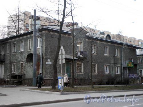 Пр. Энгельса, д. 14. Общий вид здания. Апрель 2009 г.