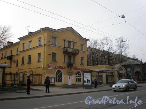 Пр. Энгельса, д. 10. Вид на здание от пр.а Пархоменко. Апрель 2009 г.