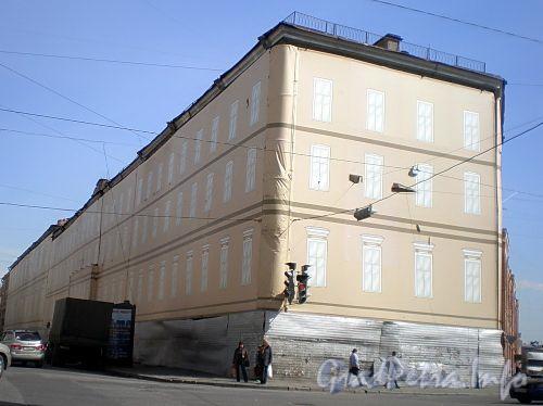 Пр. Римского-Корсакова, д. 22. Здание бывших Казарм Гвардейского экипажа. Фото апрель 2009 г.