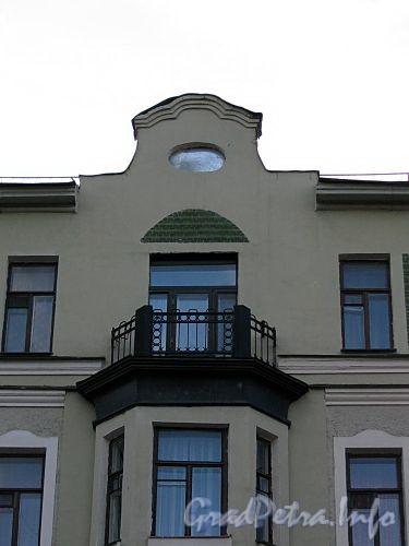 Пр. Римского-Корсакова, д. 75. Фрагмент фасада здания. Фото август 2009 г.