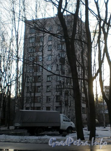 Институтский пр., д. 16. Общий вид жилого дома. Фото март 2009 г.