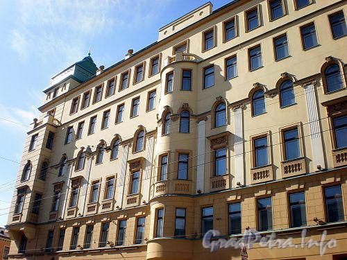 Малый пр., В.О., д. 1 / 2-я линия В.О., д. 61. Фасад здания по проспекту. Фото апрель 2009 г.